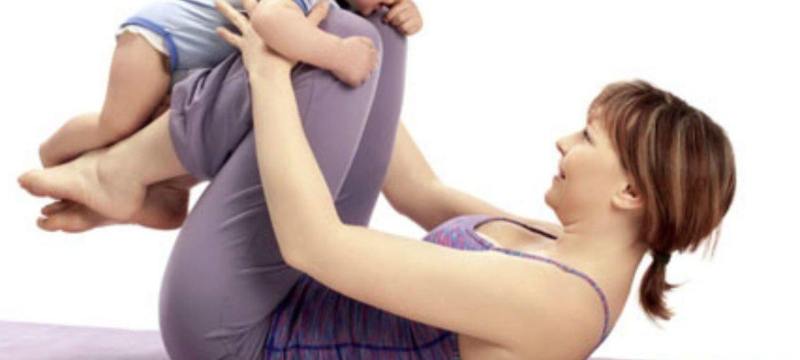 Ćwiczenia na płaski brzuch po porodzie - pilates z dzieckiem