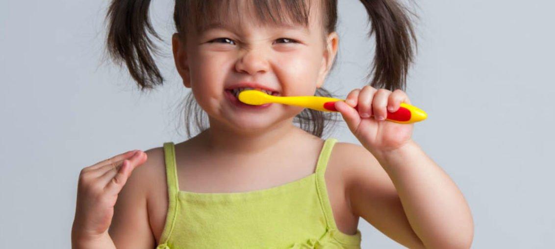 Mycie zębów dziecku
