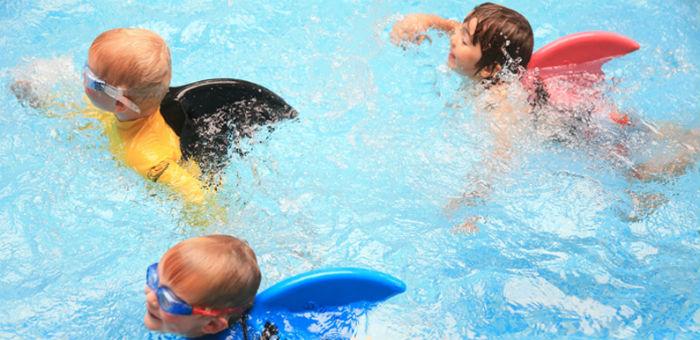 Kiedy dziecko powinno zacząć naukę pływania? źróło: babymama.pl