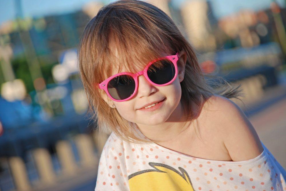 jak wybrać okulary przeciwsłoneczne dla dziecka