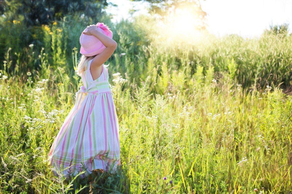 Sukienki dla dziewczynek – jak wybrać odpowiednie?